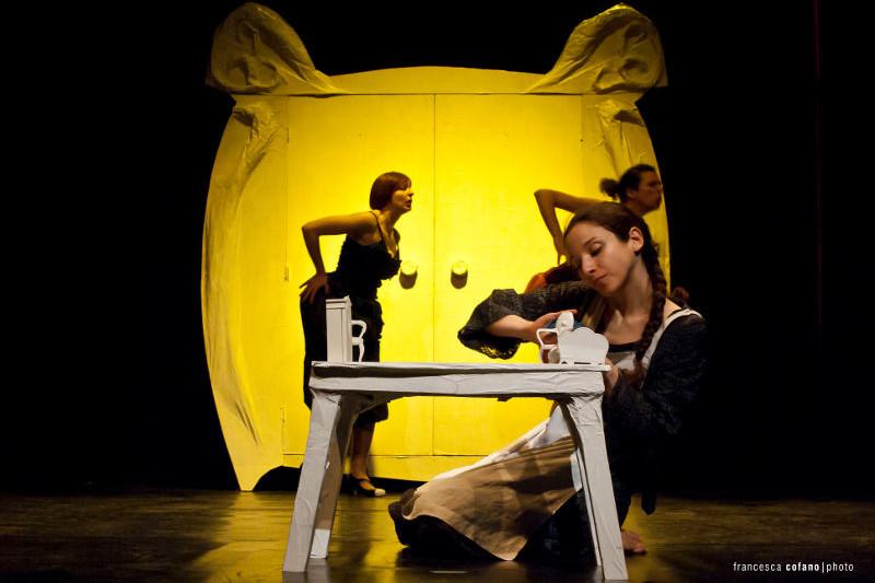 Compagnia Factory / Cenerentola / ph. Francesca Cofano / TIR Danza