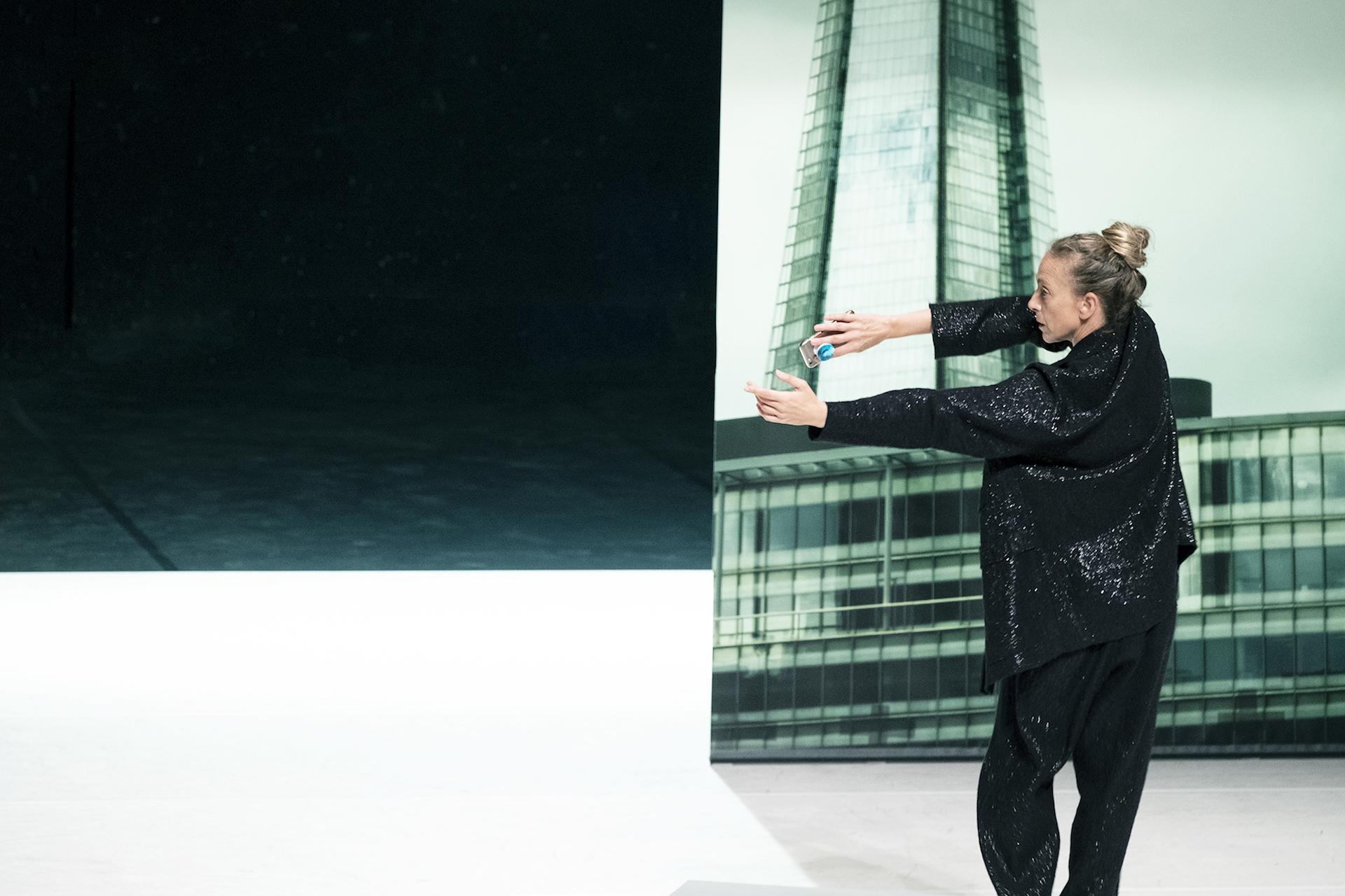 Cristina Kristal Rizzo / TOCCARE_the White Dance / ph. Sara Meliti