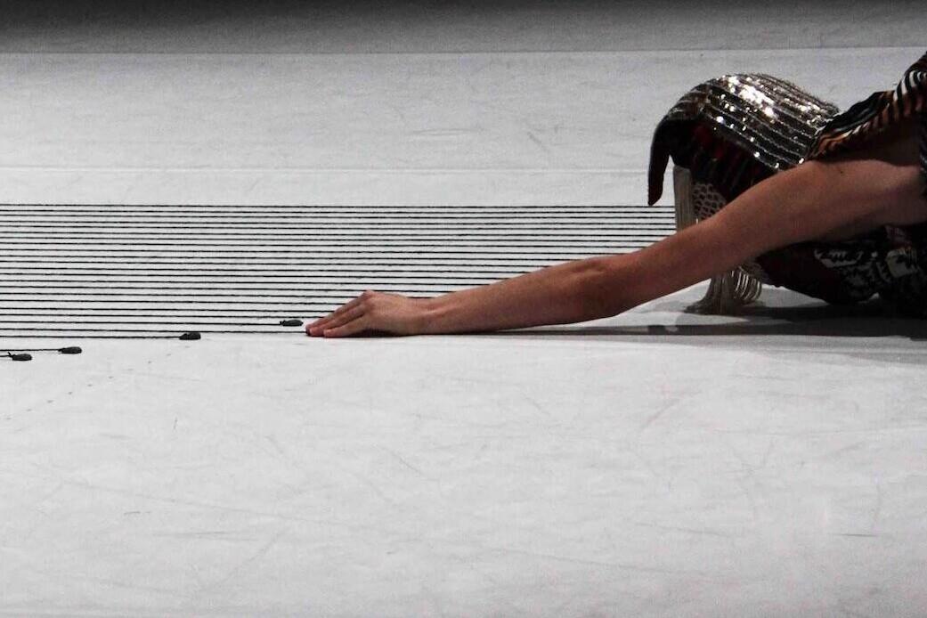 The angular distance of a celestial body / Alessandro Carboni / TIR Danza